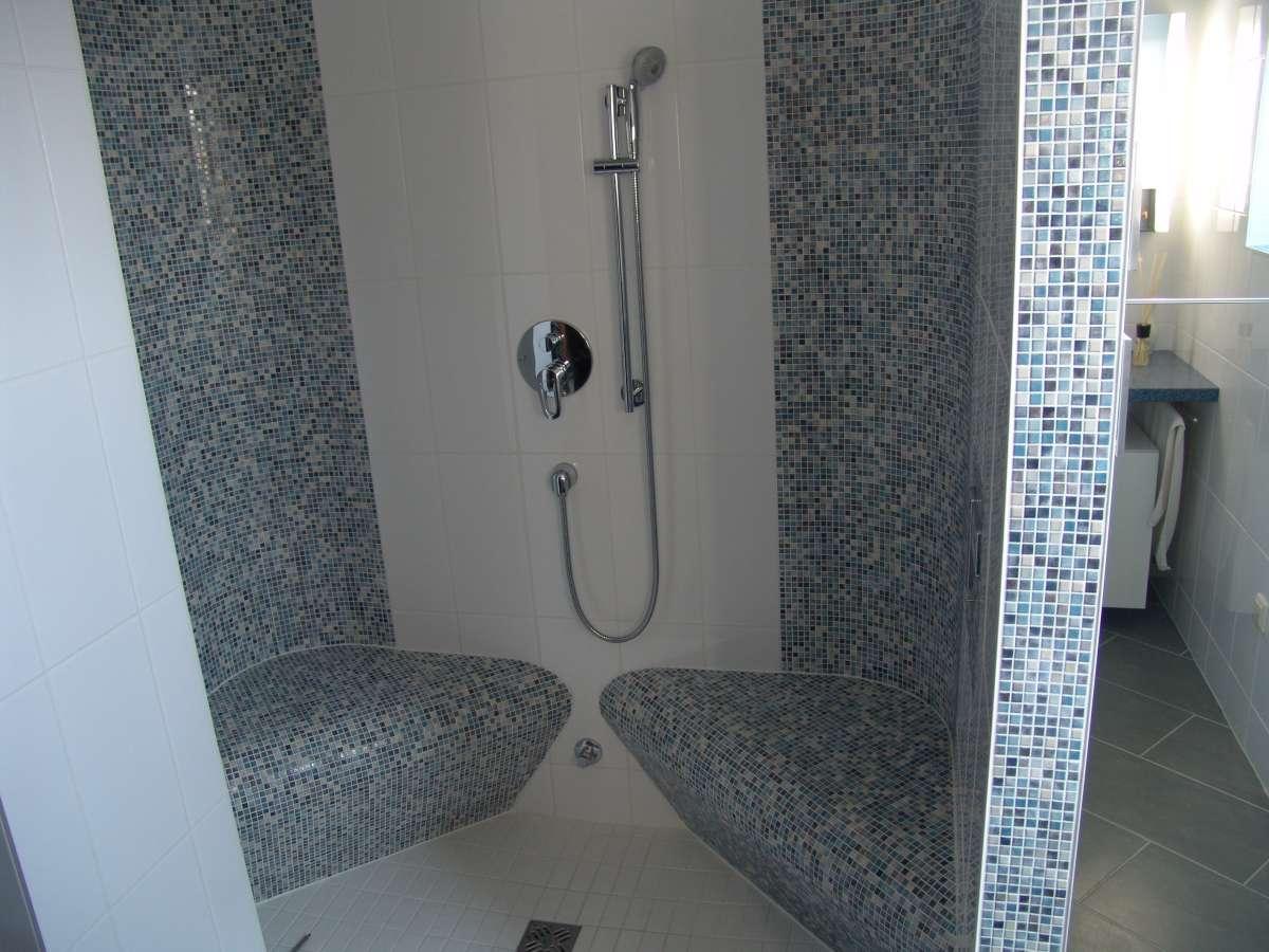 ecksitz f r dusche wellnessanlagenbau soleum gmbh. Black Bedroom Furniture Sets. Home Design Ideas