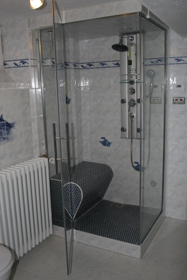 befliesbarer Duschsitz BTA